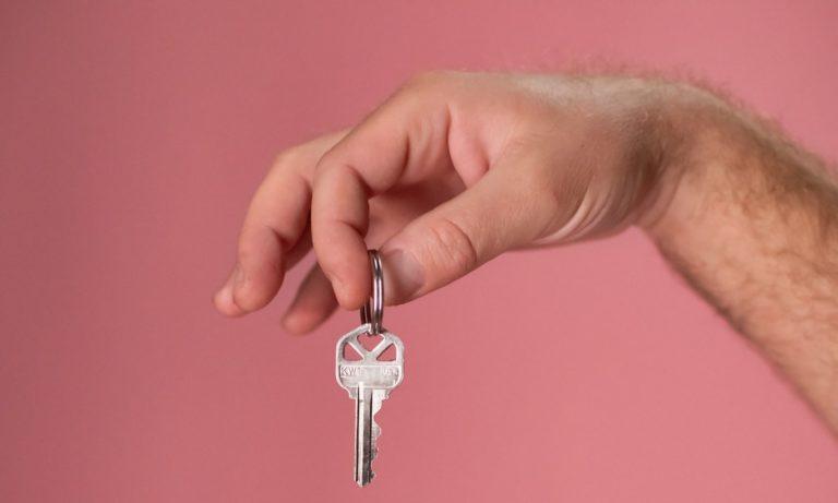 El modelo de rescisión de contrato de alquiler por necesidad del arrendador debe presentarse en los plazos establecidos por la ley